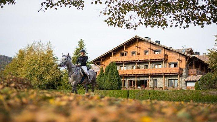 1 noche alojamiento con desayuno y salida 2 horas a caballo